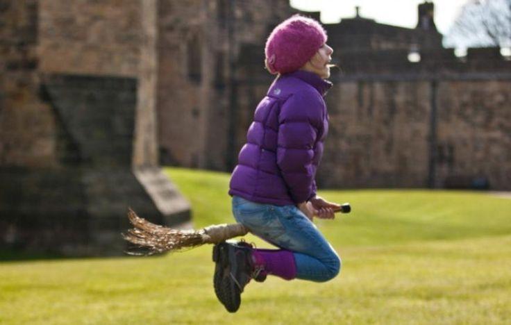 Troppi turisti nel castello di Harry Potter: i duchi se ne vanno in Scozia Troppi turisti nel castello di Harry Potter: i duchi se ne vanno in Scozia - La Stampa