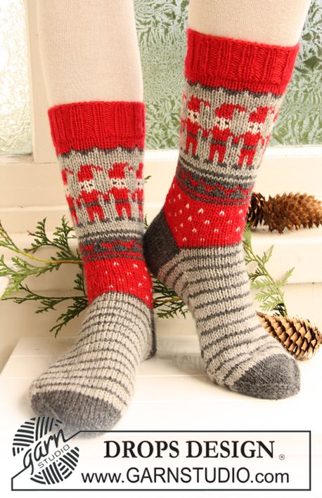 "Knitted DROPS socks with Christmas pattern in ""Karisma"". ~ DROPS Design-free pattern"