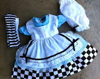 Alice en traje de país de las maravillas