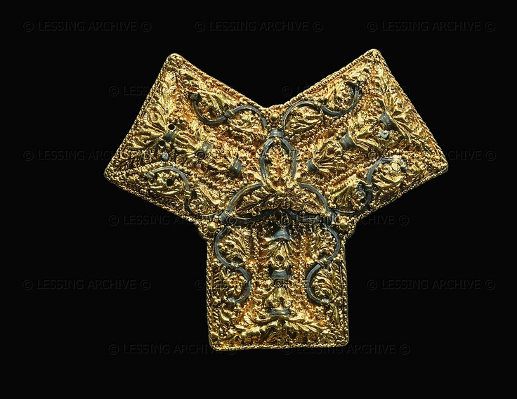 VIKING AGE FIBULA Gold brooch with precious stones from Ovre Eiker near Buskerud, Norway; 9th century. Historisk Museet, Oslo, Norway