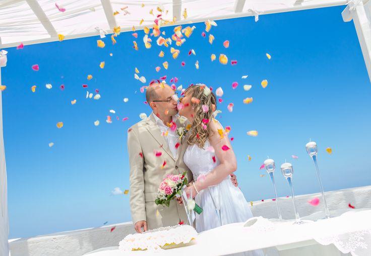 Miltos Karaiskakis #wedding #weddingphotography #weddingvideography #photoshooting #weddingceremony #weddingdecoration #destinationwedding #weddingideas #santoriniwedding #weddingcolors #bride #groom #flowerpetals #unforgettablemoments #love #happiness #santorini #greece www.video-santorini.gr