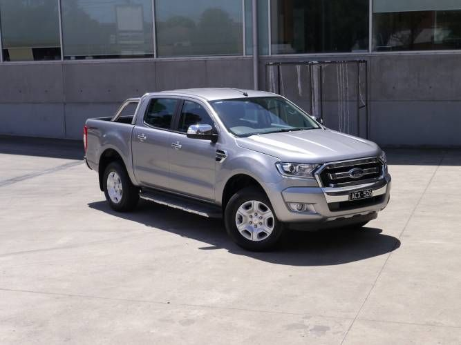 DESPITE A TWO-WHEEL-DRIVE CHASSIS, THE 2016 FORD RANGER XLT HI-RIDER LOOKS EVERY BIT AS TOUGH AS ITS 4X4 STABLEMATE.