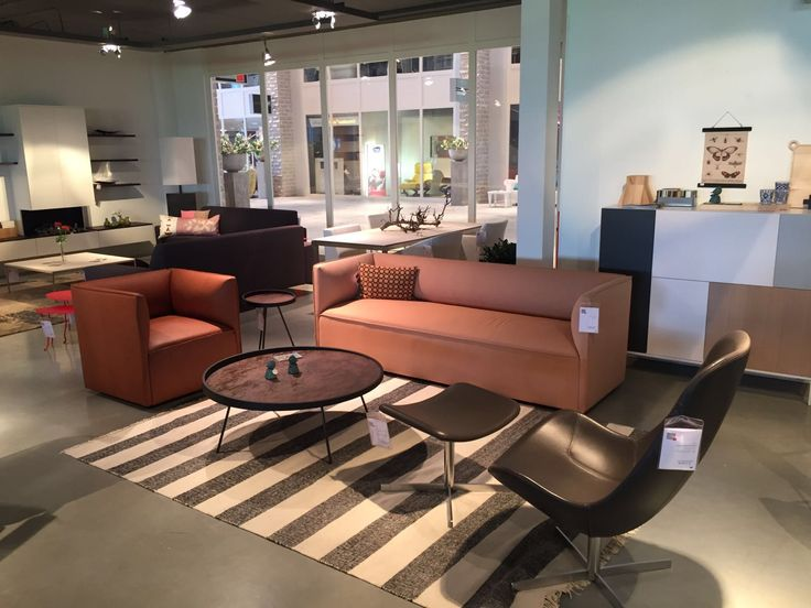 Gelderland bank 7840 Pillow by Lex Pott en fauteuil 7400 by Scholten & Baijings gepresenteerd door Design Living in Sneek #gelderlandmeubelen #dutchdesign #interieur #designliving