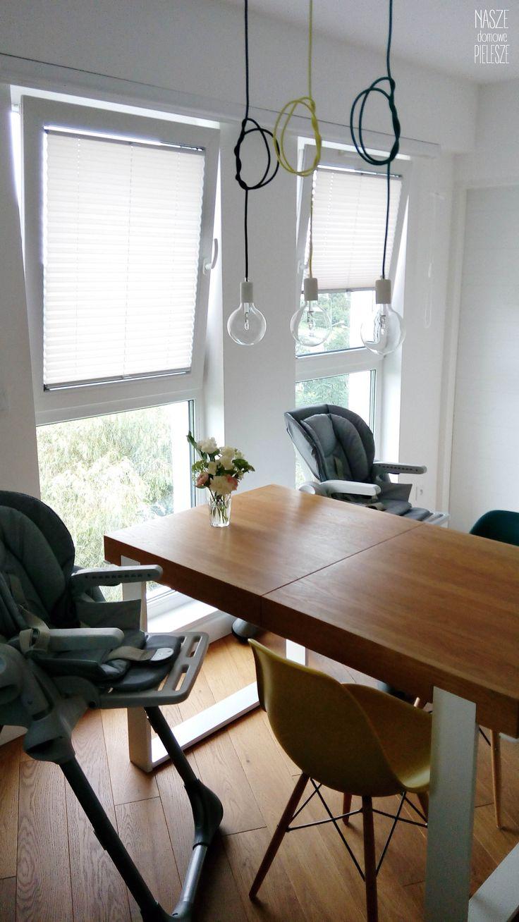 Rolety Plisowane / plisy w pokoju dziennym.  Materiał Oda Pearl - odbijający światło.  Więcej o nas znajdziesz na: www.naszedomowepielesze.pl