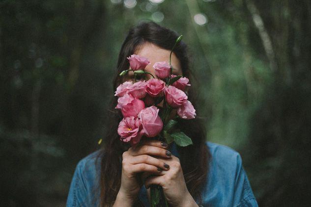 Flores no rosto