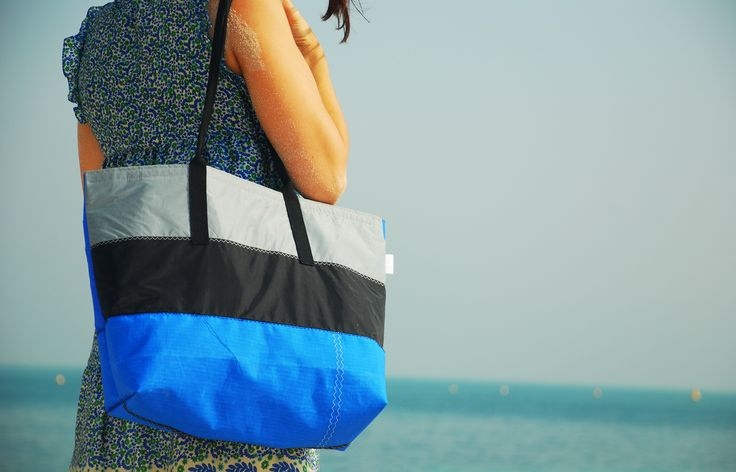 Beach Bag (M) made out of recycled kitesurf sail