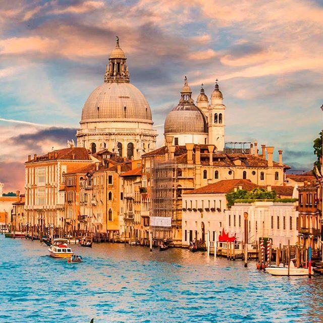 """""""El Gran Canal de Venecia o Canalizzo mide 4 km de largo. Es la calle principal de Venecia y divide la ciudad en dos.  #Autoclick  #Travel #Trip #TravelGram #TravelPhotograPhy #Likeforlike #RoadTrip #Venecia #Italia #Italy #Instamoments #Architechture"""" by (autoclick.rentacar). venecia #travelphotography #instamoments #italia #likeforlike #travel #trip #roadtrip #architechture #autoclick #travelgram #italy. [Follow us on Twitter at www.twitter.com/MICEFXsolutions for more...]"""
