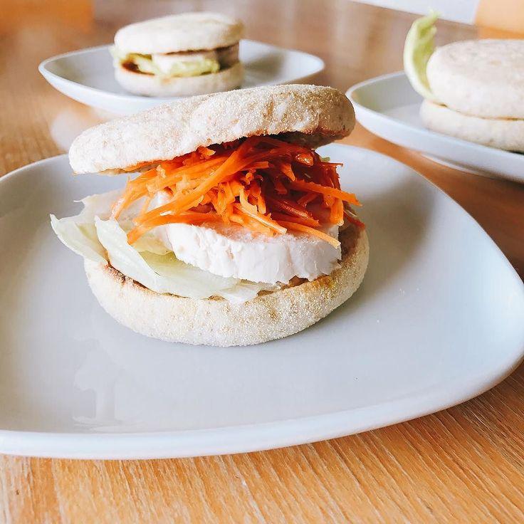 鶏ハムとキャロットラペのマフィンサンド  #サンドイッチ #朝ごはん #鶏ハム #キャロットラペ #鶏むね肉 #ハム #イングリッシュマフィン #breakfast #아침 #petitdejeuner #早餐 #morning #cooking #sandwich #요리 #cookingram #クッキングラム #inmykitchen #foodie #foodpic #instafood #homemade #healthyfood #デリスタグラマー #おうちごはん #instagood #instadaily #japan #instagramjapan #instalike