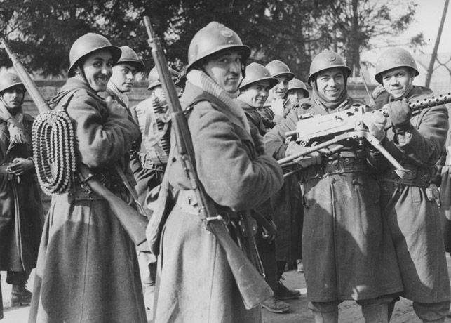 Tirailleurs et spahis marocains sur le front de France, 1940, pin by Paolo Marzioli