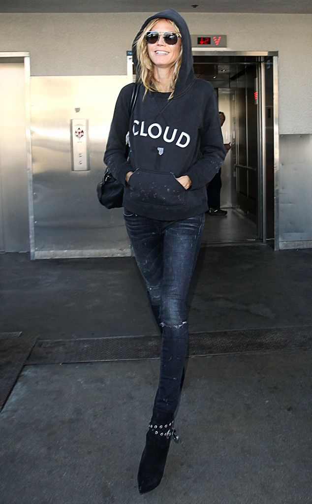 Even dressed down in a casual black hoodie and jeans, the supermodel looks FANTASTIC.