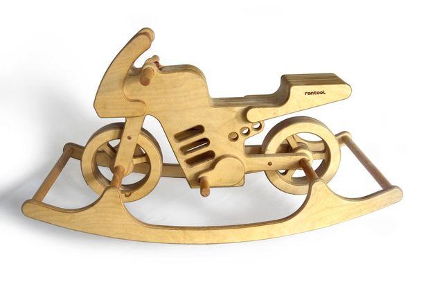 Schaukelpferd oder lieber ein SCHAUKELMOTORRAD aus Holz? Holzspielzeug für kleine Rennfahrer