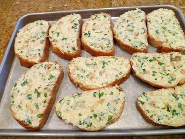 Tento fantastický recept na zapečený chlebíček jsem našla nedávno a když jsem ho vyzkoušela, žádnou jinou slanou pochoutku už nepřipravuji   ProSvět.cz