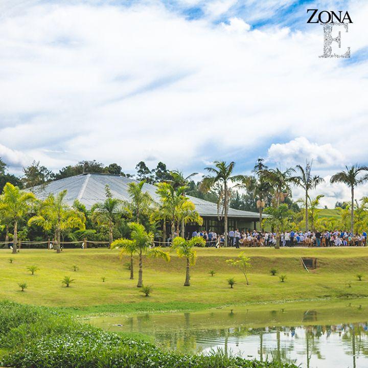 Contamos con espacios llenos de vida, magia y naturaleza que te invitan a salir de la rutina diaria y hacer de tu evento al aire libre un momento único llevándolo al máximo nivel.