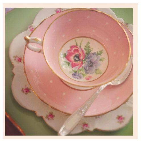 pretty tea cupPolka Dots, Teas Time, Teas Cups, High Tea, Vintage China, Teas Sets, Pink Tea, Teacups, Teas Parties