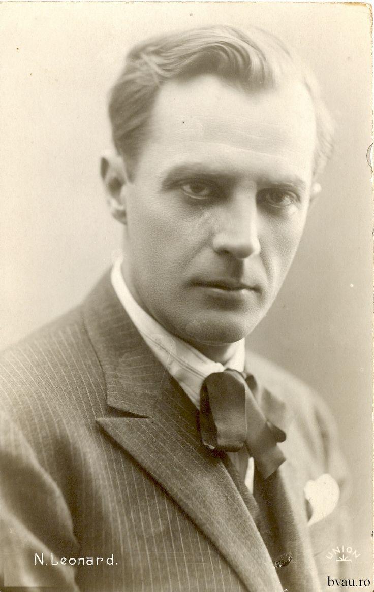 """Nae Leonard, România, anul 1927 - 1928. Imagine din colecţiile Bibliotecii Judeţene """"V.A. Urechia"""" Galaţi."""