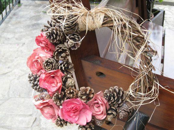 Une guirlande de rose unique qui combine lété et lautomne dans ses éléments naturels. Cest une décoration à la main à la maison pour vous ou un