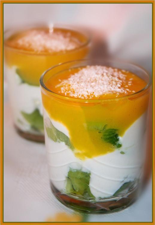 Verrines kiwis-mascarpone et coulis de mangue