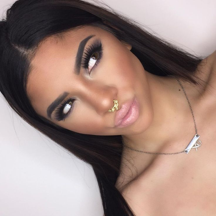 """Amber Rose Oatman on Instagram: """"get your diva ring light now! the link in my bio best lighting ever! Can't wait to start my tutorials !! @divaringlight"""""""