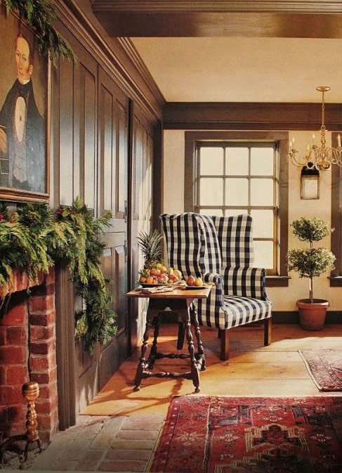Colonial Christmas Decor : Love The Beams Along The Ceiling
