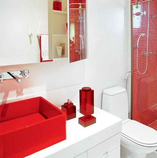 Banheiro vermelho e branco.