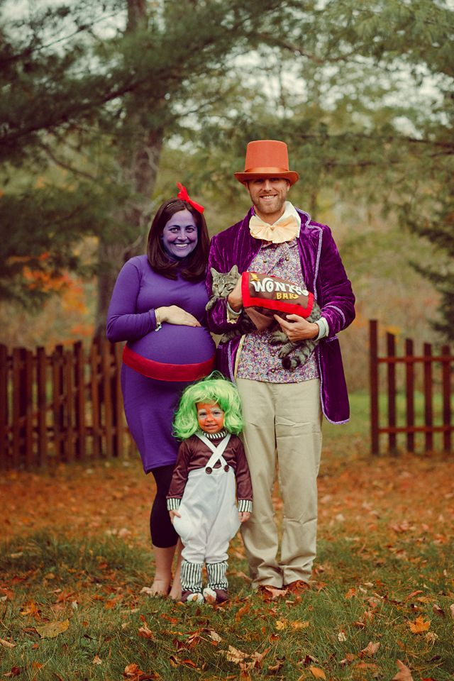 family costume pregnant willy wonka oompa loompa halloween - Family Halloween Costumes For 4