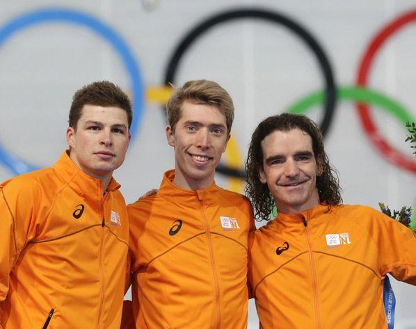 Voor de vierde keer DRIE NEDERLANDERS op het Olympisch podium: zilver voor Sven Kramer, goud voor Jorrit Bergsma en brons voor Bob de Jong op de 10 km schaatsen!