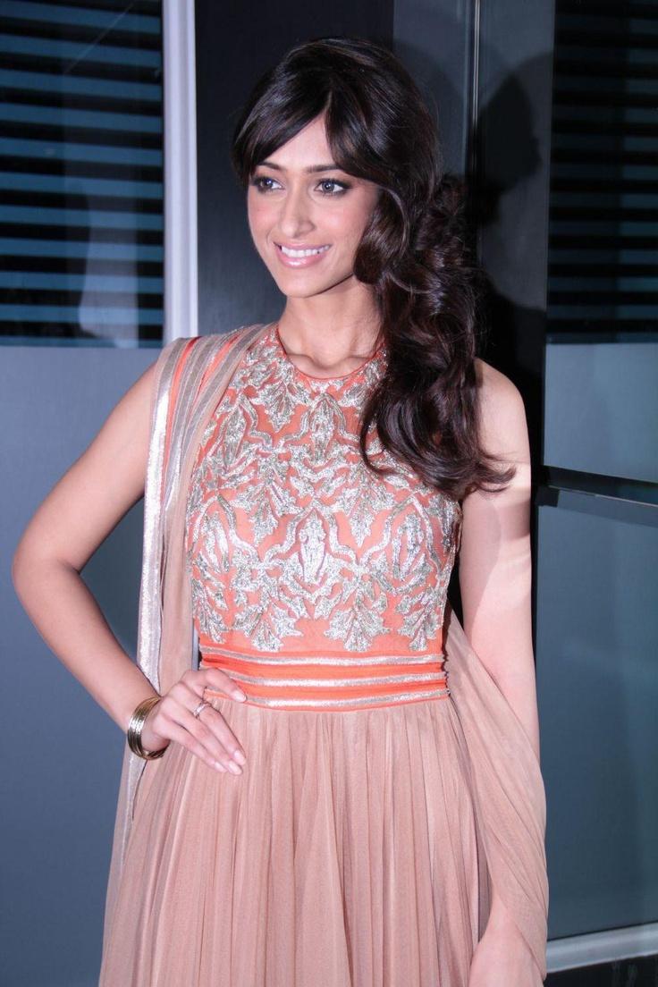 Priyanka Chopra, Ileana D'Cruz and Ranbir Kapoor on The Sets of Indian Idol Grand Finale. | Bollywood Cleavage