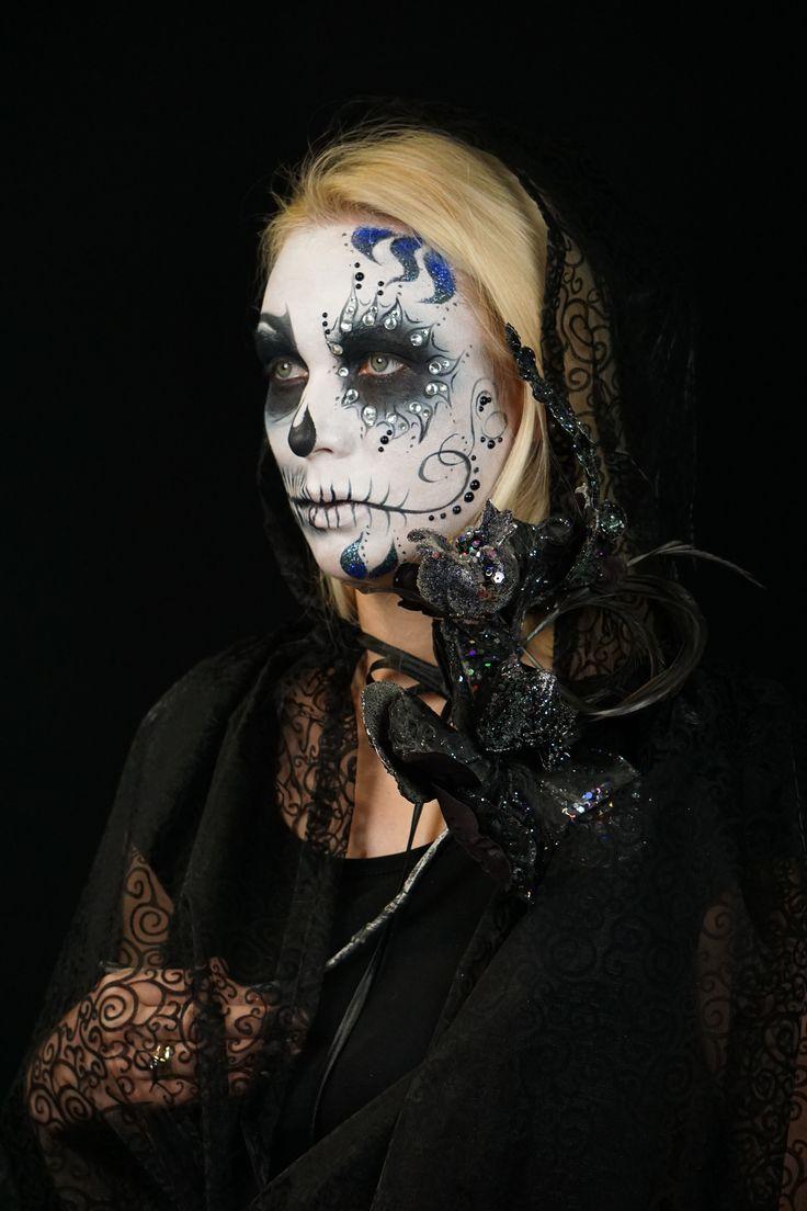 Студия профессионального макияжа Марины Янгильдиной и ее ученики желают всем спокойной ночи!  Ждем первого дня зимы!  😎😰😈👻  #студиямариныянгильдиной #опрос #yangildinamakeupstudio #голосование #makeupartist #kryolan #макияжглаз #школакрасоты #визажистстилист #макияждня #макияжнафотосессию #муа #макияждлявечеринки #мейкапмосква #школавизажитов #визажистымира #мэйкапмосква #курсымакияж #курсымакияжадлясебя #хеллоуин #курсымакияжамосква #курсывизажмакияж #мейкапдня #спокойнойночи…