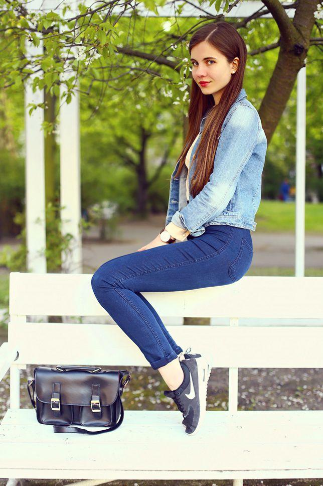 Jeansowa Kurtka Bezowa Koszula Jeansy I Sportowe Buty Ari Maj Personal Blog By Ariadna In 2021 Bell Bottom Jeans Fashion Bell Bottoms