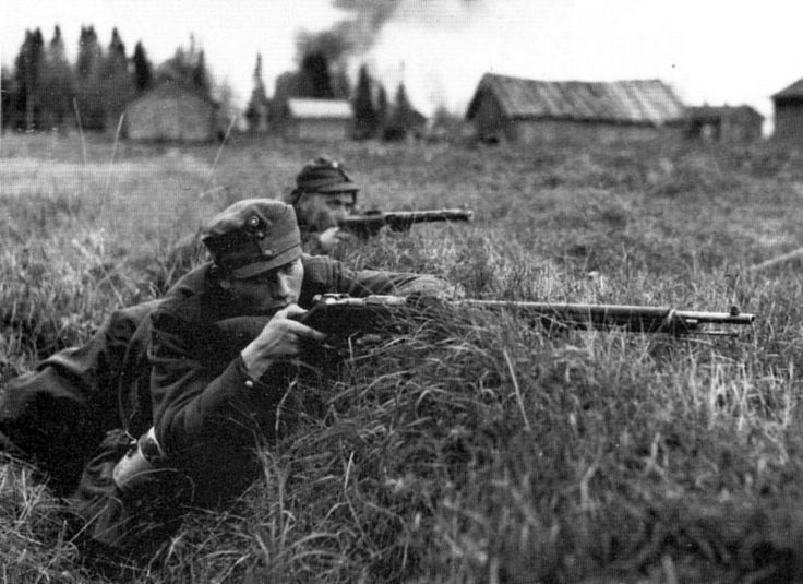 Finnish infantry in the town of Tornio, Finland, in combat with German units during the Lapland War. 1944