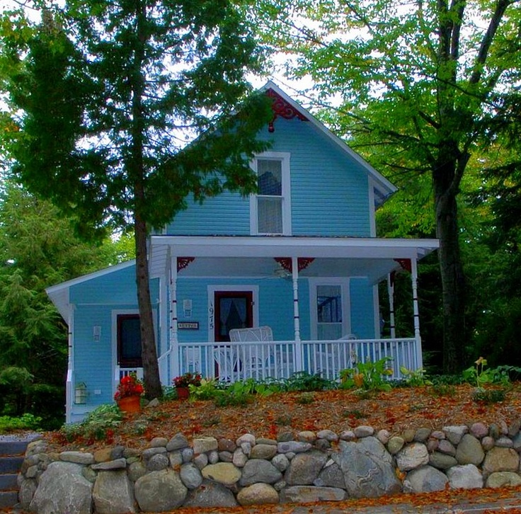 More adorable bay view cottages in petoskey mi places for Cottage builders in michigan