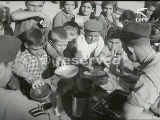 foggia soldati americani distribuiscono cibo