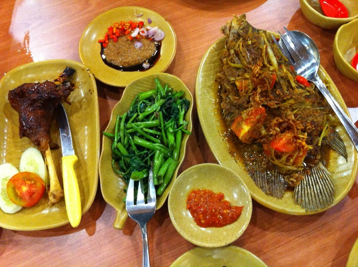 Gurame goreng pesmol (deep fried fish with pesmol sauce), kambing oven (grilled lamb), cah kangkung belacan - Ikan Bakar Cianjur