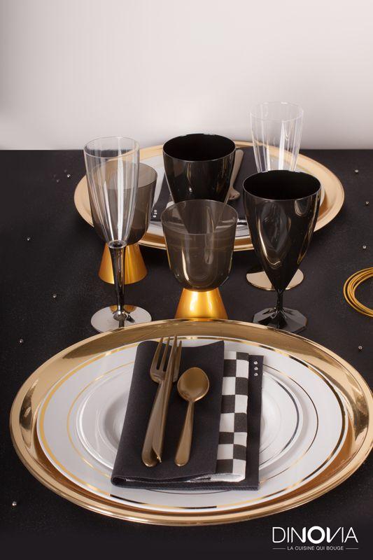 Décoration de noël noir et or sur le thème de Gasby le magnifique. Une table de noël avec de la vaisselle jetable c'est possible et c'est chic !