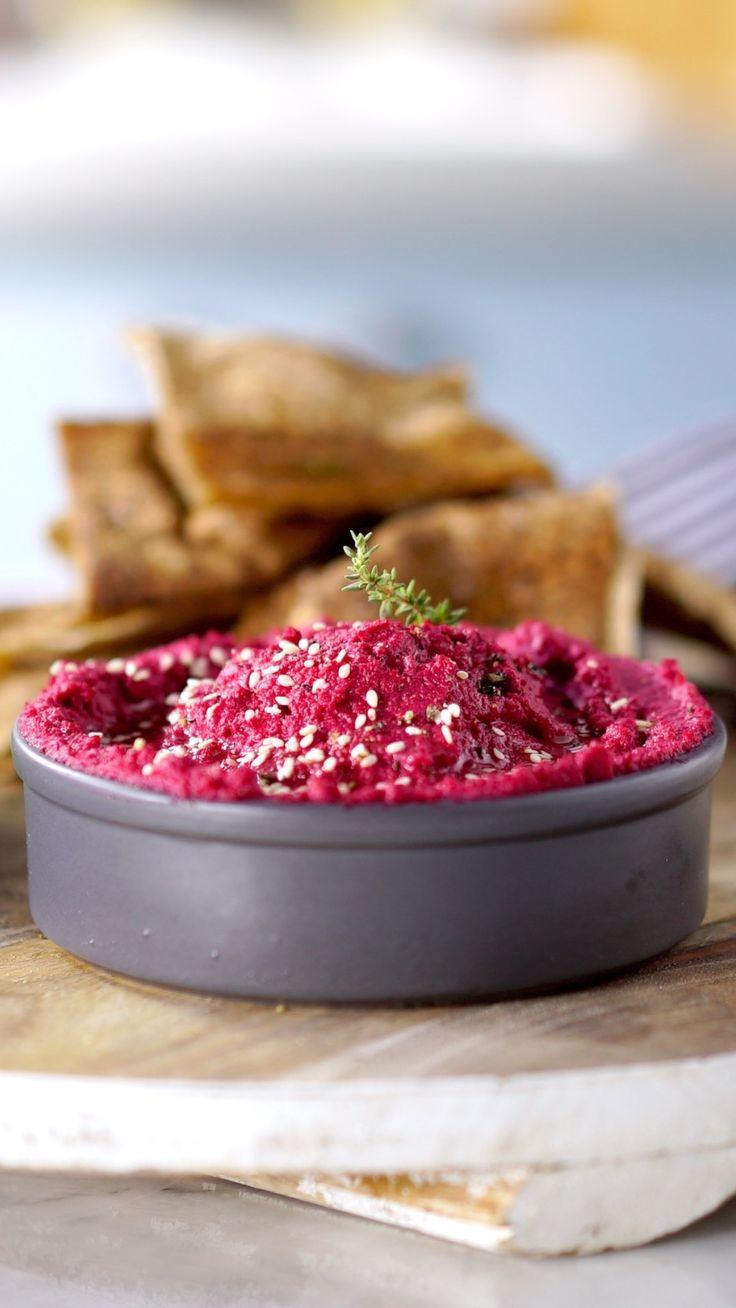 Deixe o clássico hummus mais colorido e gostoso com essa versão que leva beterraba.