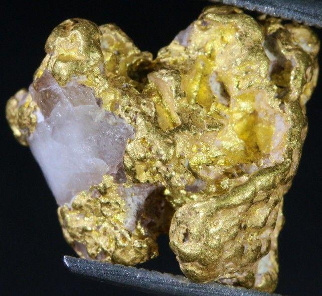 7.5 Grams Gold Nugget on Quartz Host Rock  LGN 1390 gold nugget, australian gold nuggets, natural gold, aluvial gold nuggets, quartz gold nuggets