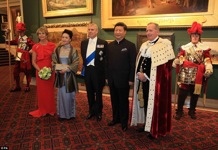 From left to right, Lady Mayoress Gilly Yarrow, First Lady Peng Liyuan, the Duke of York, China's president Xi Jinping and the Lord Mayor Alderman Alan Yarrow pose for pictures as they arrive at a banquet at Guildhall in London this evening