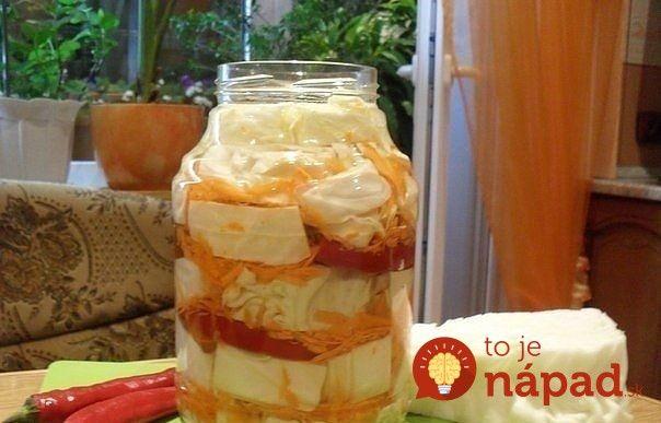 Chrumkavá kapusta s mrkvou v chutnom sladko.kyslom náleve. Veľmi jednoduchá na prípravu a vždy je dobré mať aspoň jeden pohár v chladničke. Ochutnajte!