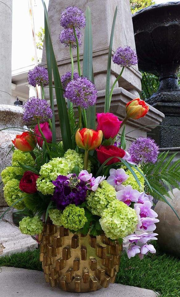 Floral arrangement designed by Rafael Reyes R