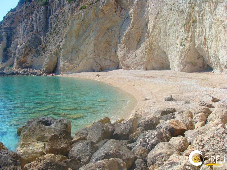 Παραλία Μεγάλο Καστέλι (Παλαιοκαστρίτσα): Μια άκρως μαγευτική παραλία. Η παραλία φημίζεται για τα καταγάλανα και πεντακάθαρα νερά που διαθέτει. Σας συμβουλεύουμε να έχετε τα απολύτως απαρα...