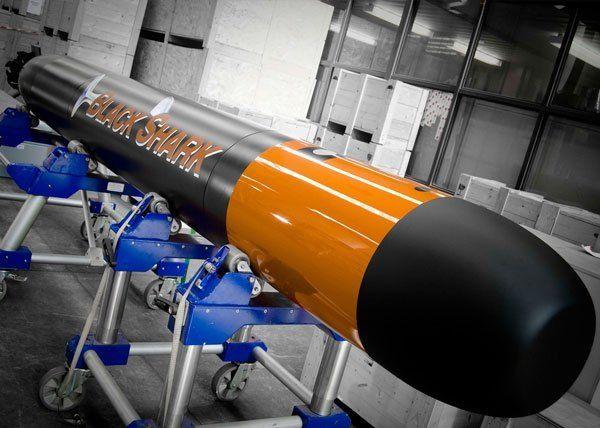 Detalles e información en general sobre TorpedosTorpedo Black Shark:      Denominado oficialmente como Black Shark Advanced (BSA), es una nueva generación de torpedo pesado multipropósito que puede ser disparado desde submarinos o buques de superficie, siendo diseñado para contrarrestar todo tipo de amenazas navales. El Black Shark, reemplazará progresivamente al veterano torpedo pesado A-184 utilizado por la Marina Italiana.