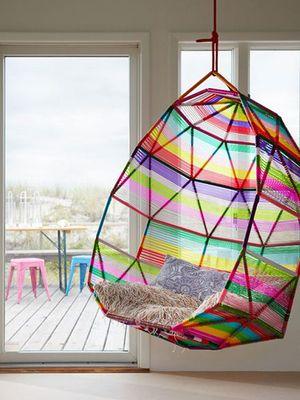 STYLECOOKIE | HOW TO USE.. De tropische draadstoelen van Patricia Urqiuola zijn toe te passen in welk interieur dan ook. Felle kleuren als accent in huis, kijk hier...