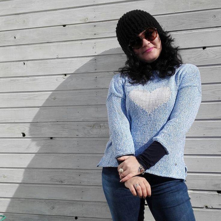 27 отметок «Нравится», 2 комментариев — Larisa Turgan (@lorishandmademoscow) в Instagram: «Свитер. Летнее сердце. Хлопок. Размер: 42-48 Цвет: бело-голубой В наличии. РУЧНАЯ работа. For sale…»