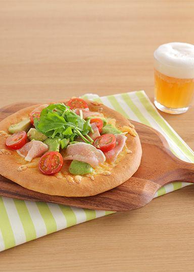 フレッシュトマトとアボカドのピッツァ のレシピ・作り方 │ABCクッキングスタジオのレシピ | 料理教室・スクールならABCクッキングスタジオ