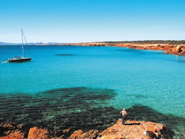Mare da sogno, aperitivi trendy sulla spiaggia, atmosfere hippy e il vicino vip... http://www.marcopolo.tv/spagna/visitare-formentera-la-glamour