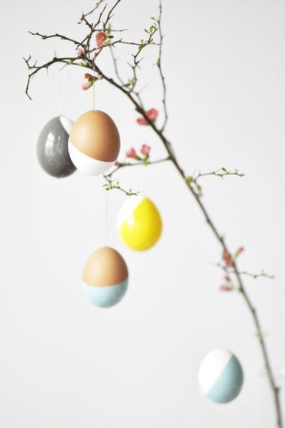 geometrisch Formen und herrliche Farben... Osterdekoration für Minimalisten und Freunde des klaren Wohndesigns.  je 2 echte Eier von glücklichen He...