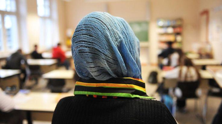 Schule als Schlüssel zur Integration: Kauder: Migranten Disziplin beibringen