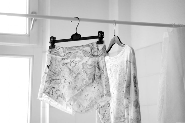 CRUEL * THING: DIY: Marble your clothes