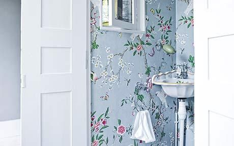 Flowery wallpaper: Tapestries, Countryside Houses, Dreams Pads, Whitfield Houses, Cloakroom Wallpapers, Jane Whitfield, Blue Wallpapers, Wallpapers Heavens, Exquisit Bathroom