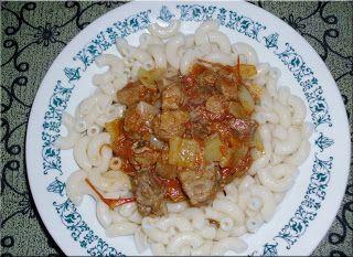 Praktická Kuchařka: Guláš s těstovinou